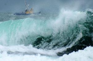 barco en tempestad